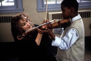 MUSIC OF THE HEART, Meryl Streep, 1999, giving a violin lesson